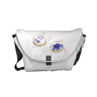 A bolsa mensageiro floral de Macarons da aguarela