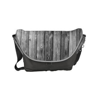 A bolsa mensageiro - madeira resistida do celeiro