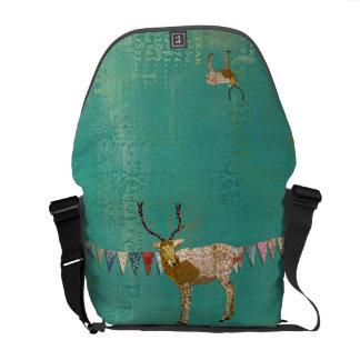A bolsa mensageiro ornamentado dourada dos cervos