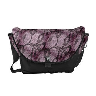 A bolsa mensageiro preta do olhar do laço do Lilac
