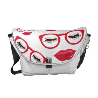 """A bolsa mensageiro vermelha """"sexy"""" do meio dos"""