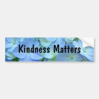 A bondade importa floral azul dos autocolantes no  adesivo para carro