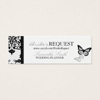 A borboleta beija o cartão de visita magro
