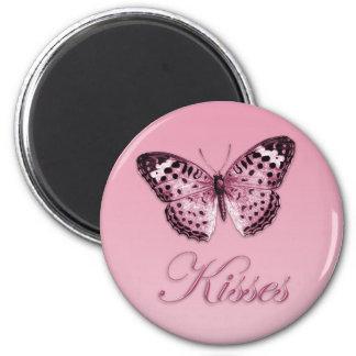 A borboleta beija o ímã imã
