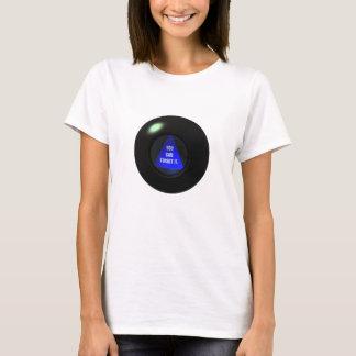 A camisa da bola da mágica 8 diz que qualquer