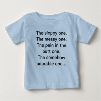 A camisa da criança divertida