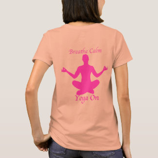 A camisa da ioga respira a ioga calma sobre