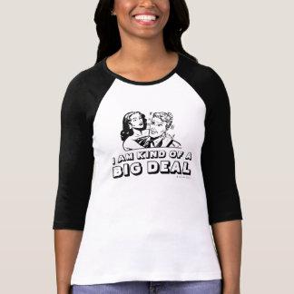 A camisa da menina EU SOU TIPO de uma GRANDE COISA