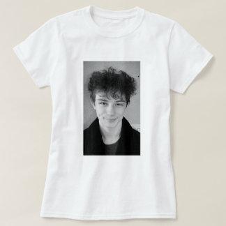 A camisa das mulheres de Julius Douglas