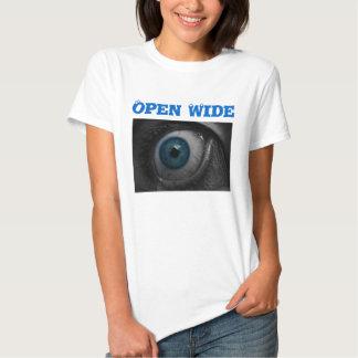 A camisa das mulheres largas abertas do olho tshirt