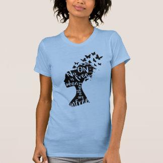"""A camisa das mulheres """"Unfree"""" do NU da teta Xi"""