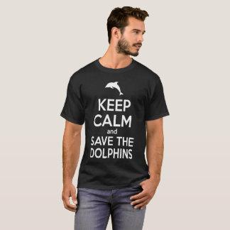 A camisa do golfinho T mantem a calma e salvar os