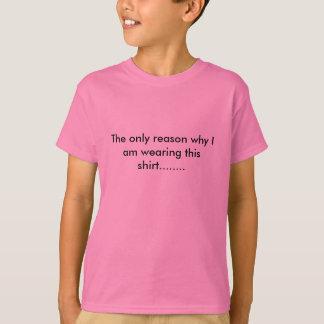 A camisa do menino cor-de-rosa