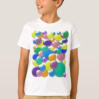 A camisa do miúdo colorido das bolhas