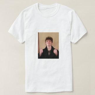 A camisa dos homens alternativos de Julius Douglas