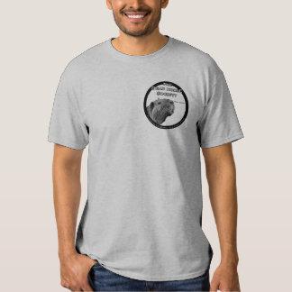 A camisa dos homens do sistema de alimentação de t-shirts