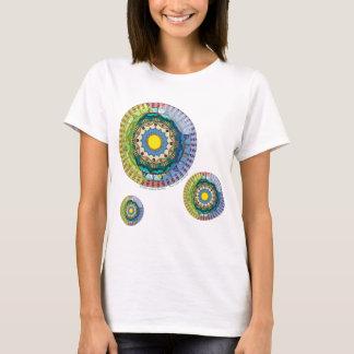 A camisa leve das mulheres da luz do sol do verão