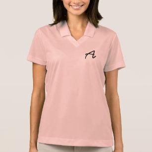 A camisa ocasional cor-de-rosa das mulheres com