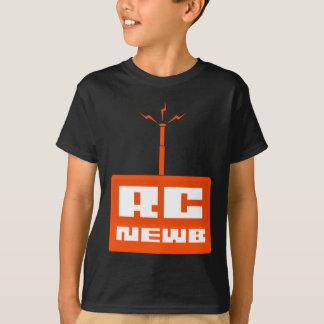 A camisa preta do miúdo de RC Newb (logotipo