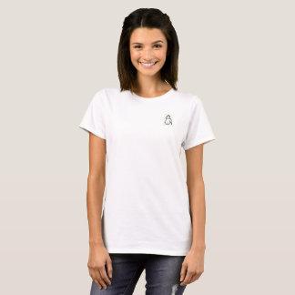 A camiseta da mulher com desenho original