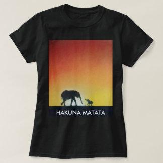 a camiseta da mulher do safari do elefante