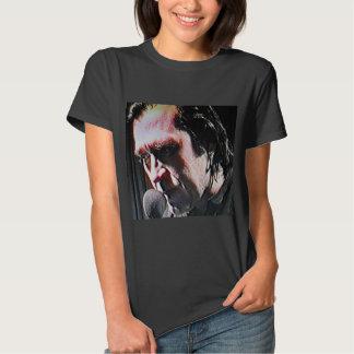 A camiseta de rádio radical da mulher radical