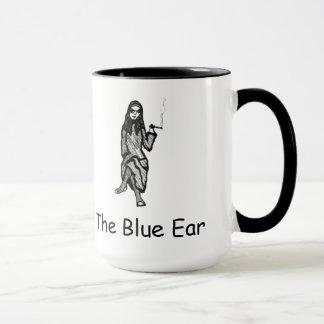 A caneca azul da orelha