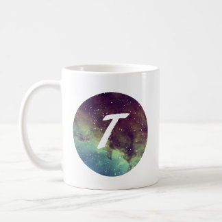"""A caneca conhecida da letra """"T"""" com impressão do"""