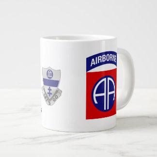 A caneca de café 325 transportada por via aérea