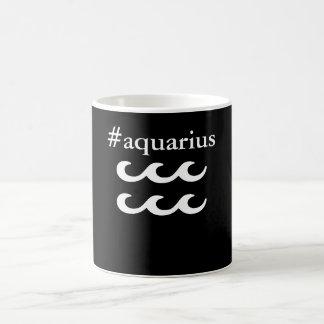 A caneca do Aquário do zodíaco de Hashtag