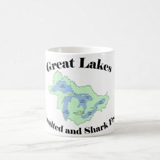 A caneca dos grandes lagos Unsalted e o tubarão