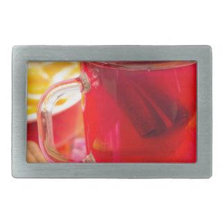 A caneca transparente com citrino mulled o vinho,