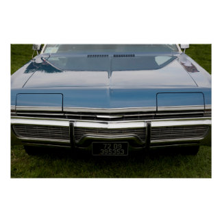 a capa de um carro azul americano clássico posteres