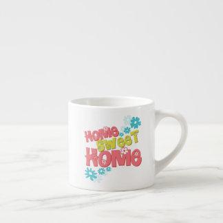 A casa doce Home floresce a caneca de café