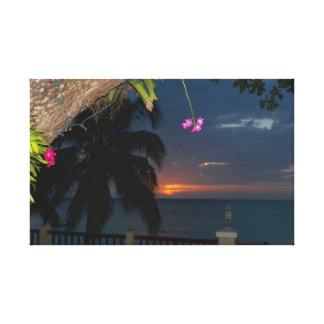 A Caverna Praia Jamaica do por do sol das orquídea Impressão De Canvas Envolvida