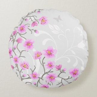 A cereja japonesa floresce em volta do travesseiro almofada redonda