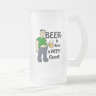 A cerveja faz uma boa caneca do corpo