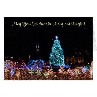 A cidade do Natal ilumina o cartão