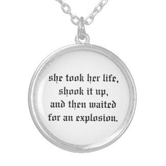 a colar agitou-o esperou acima a explosão