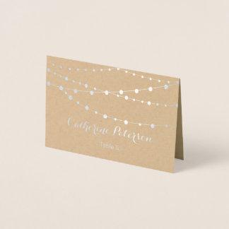 A corda chique rústica ilumina o cartão da escolta