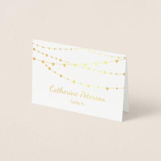 A corda da folha de ouro ilumina o cartão da