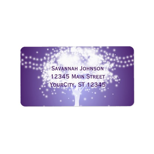 A corda roxa da árvore ilumina etiquetas de etiqueta de endereço