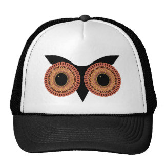 A coruja Eyes o chapéu Bone