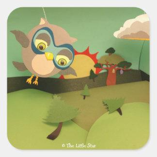 A coruja pequena da estrela toma a vôo etiquetas adesivo quadrado