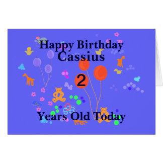 A criança de 2 anos do feliz aniversario adiciona cartão comemorativo