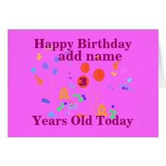 A criança de 3 anos do feliz aniversario adiciona