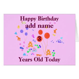 A criança de 3 anos do feliz aniversario adiciona  cartao
