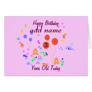 A criança de 3 anos do feliz aniversario adiciona cartão comemorativo