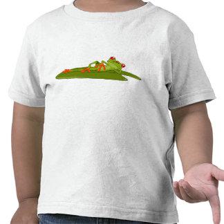 A criança de modelagem do sapo sapo de árvore
