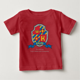 A crista do significado do nome de letra de Kaleb Camiseta Para Bebê